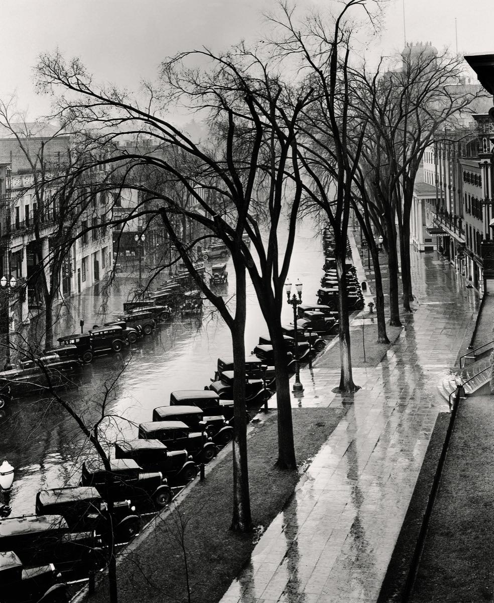 Walker Evans, Main Street, Saratoga Springs, New York, 1931. © Walker Evans Archive, The Metropolitan Museum of Art , New York