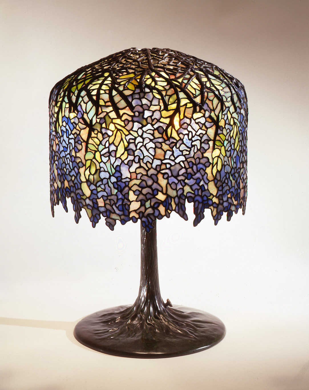 Wisteria Library Lamp. Courtesy of the Neustadt Collection of Tiffany Glass.