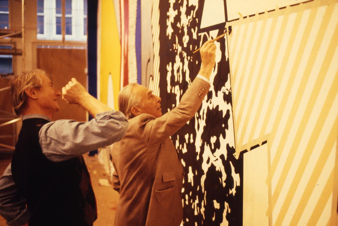 Roy Lichtenstein and Leo Castelli during the making ofGreene Street Mural.© Estate of Roy Lichtenstein. Photography by Michael Abramson. Courtesy Gagosian Gallery