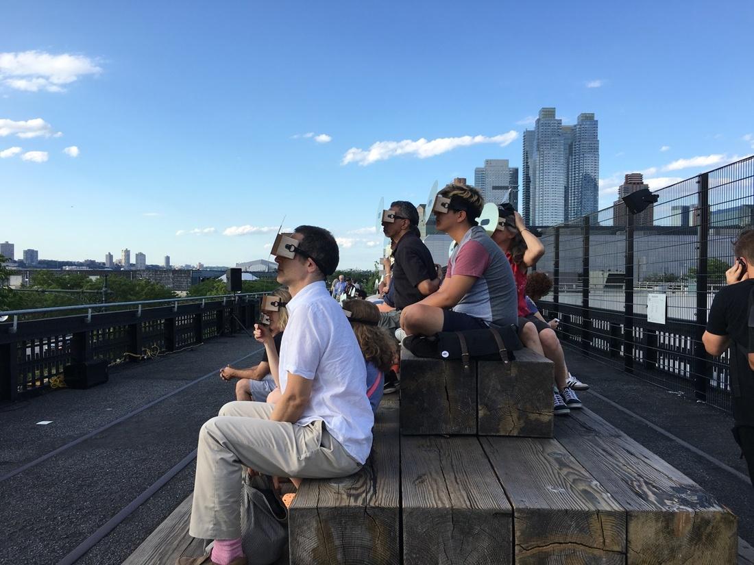 Eduardo Navarro, We who spin around you, 2016 (production image). A High Line Performance.Courtesy of Friends of theHighLine.