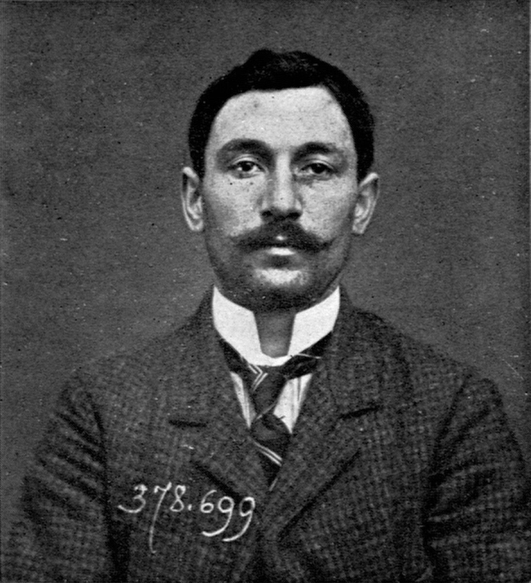 Mug shot of Vincenzo Peruggia, who was believed to have stolen the Mona Lisa in 1911. ca. 1909. Image via Wikimedia Commons.