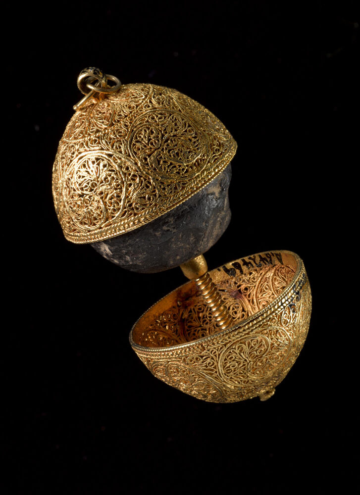 Bezoar stone in a gold filigree case 17th century. © The Board of the Trustees of the Science Museum, London. Courtesy of New York Historical Society Museum & Library.