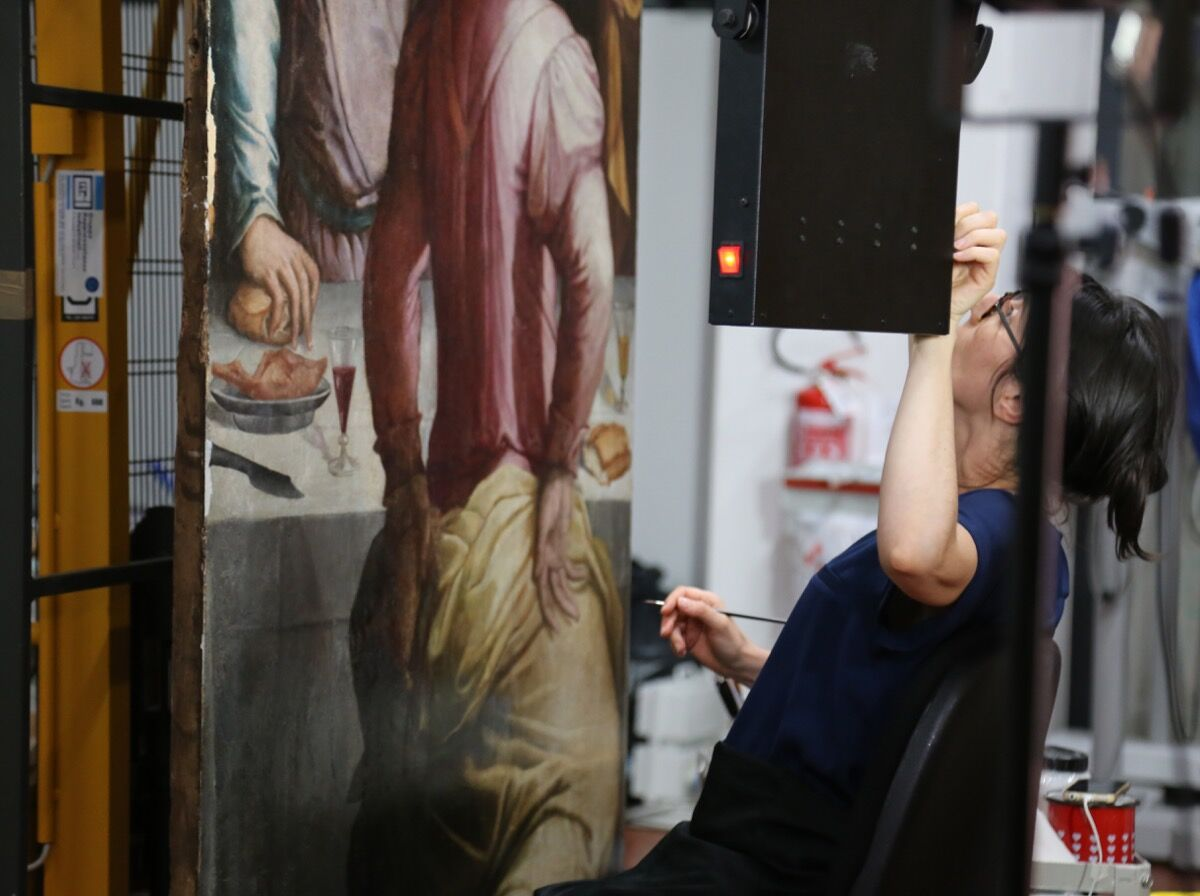 Last stages of restoration at the Opificio delle Pietre Dure in Florence for Giorgio Vasari, Last Supper. Photo courtesy of adicorbetta/Opera di Santa Croce.