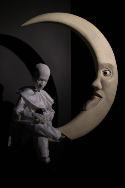 Glenn Kaino,L'ènetènafionale, 2015. Wood, aluminum, brass, Xbox Kinect, electronics, starch, and French moon accent. 40 × 40 × 80 inches. Private Collection, Miami. Photograph by Tim Johnson, courtesy of the artist and Kavi Gupta, Chicago.