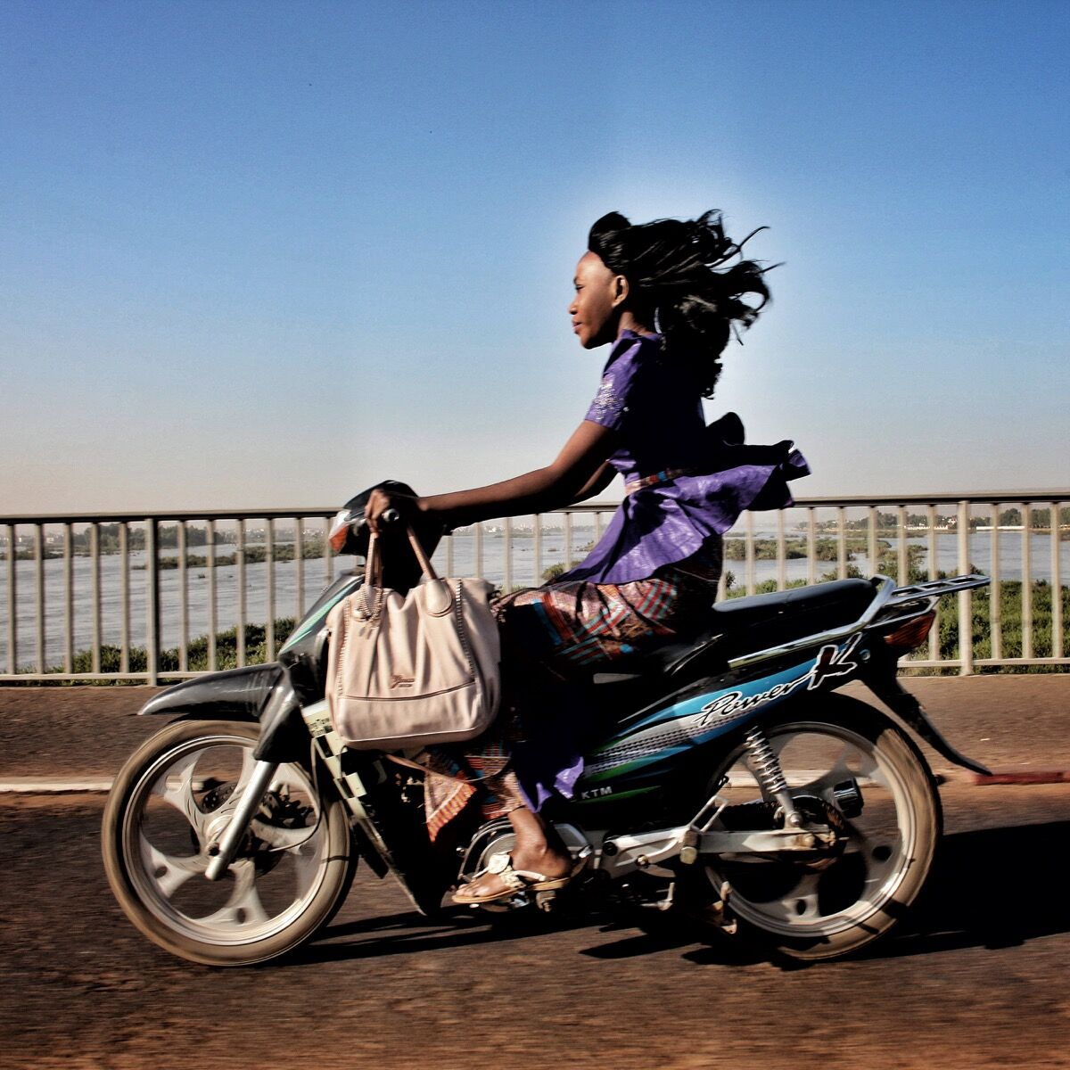 Riding over the Niger River in Bamako, Mali. Photo by @janehahn.