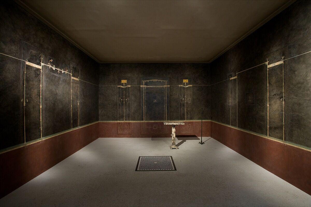 Wall paintings on black ground: from the imperial villa at Boscotrecase, Pompeii, last decade of the 1st century B.C.E. Courtesy of the Metropolitan Museum of Art, New York.