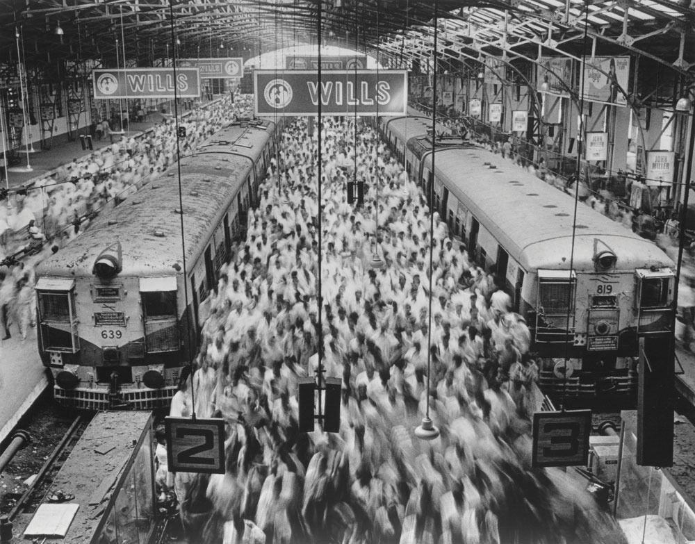 Sebastião Salgado,Church Gate Station, Western Railroad Line, Bombay India, 1995. CourtesySundaram Tagore Gallery© Sebastião Salgado/Amazonas Images
