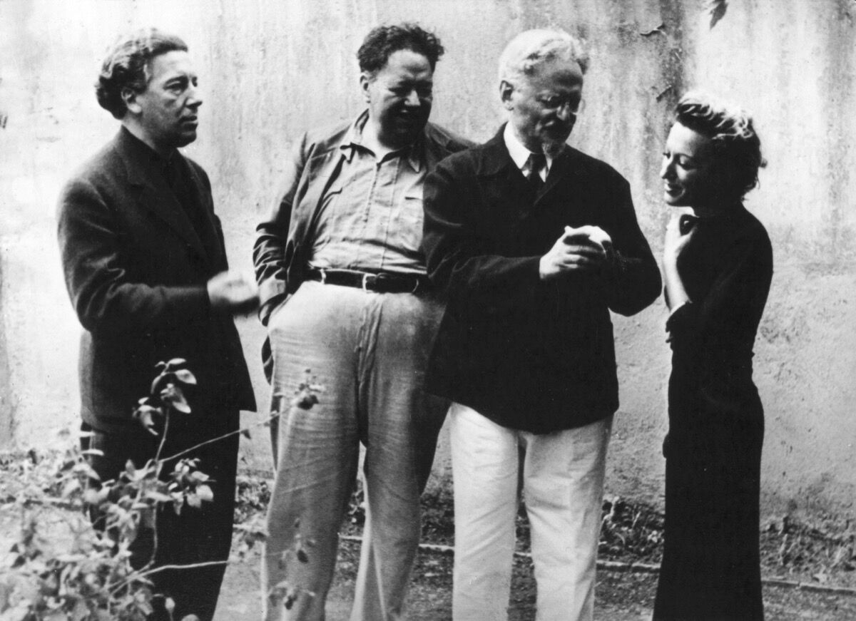 Jacqueline Lamba with Breton, Trotski, and Rivera in Mexico City. Photo by Photo12/UIG via Getty Images.