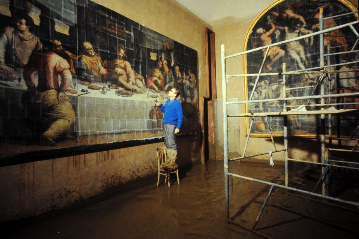 Last Supper by Giorgio Vasari, severely damaged during the flood of 1966. Photo courtesy of Mondadori Portfolio/Archivio Giorgio Lotto/Giogio Lotti.