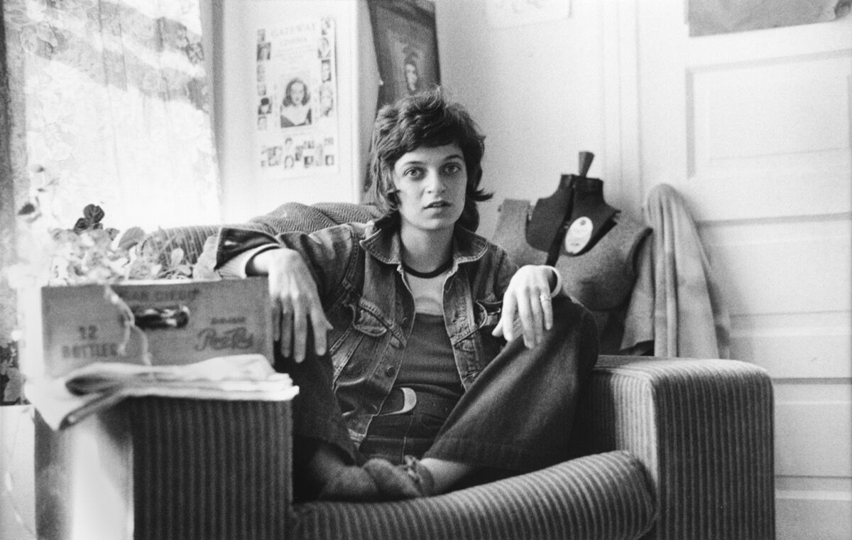 Donna Gottschalk, Katz in the big chair, San Francisco, 1972. Courtesy of the artist and the Leslie-Lohman Museum.