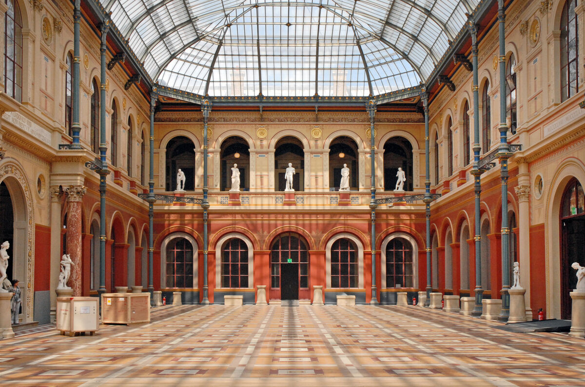 Image of L'École des Beaux-Arts via Wikimedia Commons