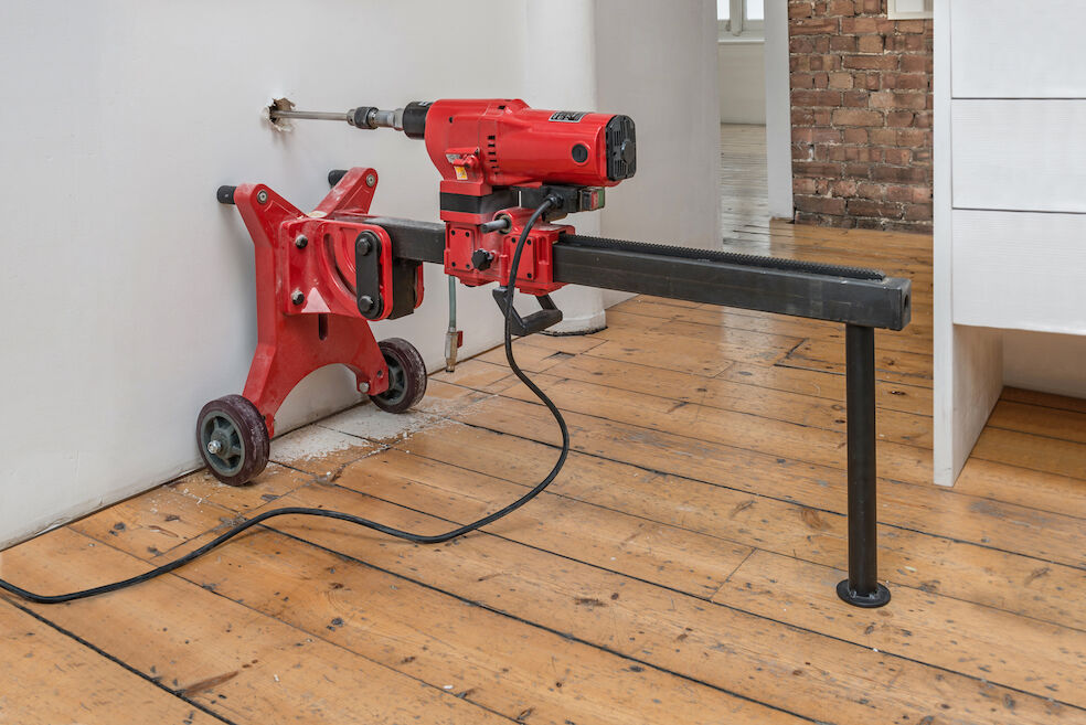 Michael Sailstrofer, Reibungsverlust am Arbeitsplatz-London, 2015 coring machine, casted iron