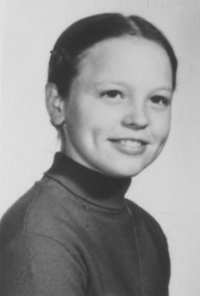 Portrait of Laurie Anderson in 6th grade. Courtesy of Laurie Anderson Studio.