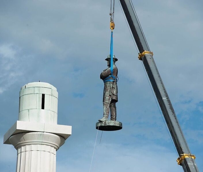 Statue of Robert E. Lee being removed from Lee Circle in New Orleans this May. Image via Wikimedia Commons.