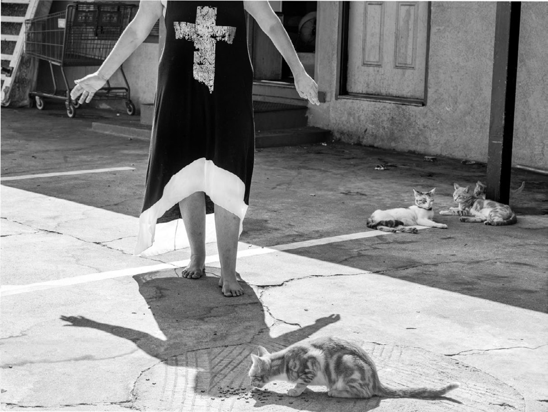 Katy Grannan, Cheryl Makes an Offering, Budget Courtyard, Modesto, CA, 2014. Archival Pigment Print on Cotton Rag Paper, 46.124 x 61.25 inches (117.2 x 155.6 cm). Edition 2 of 3, 1 APs.Courtesy of Salon 94 and the artist