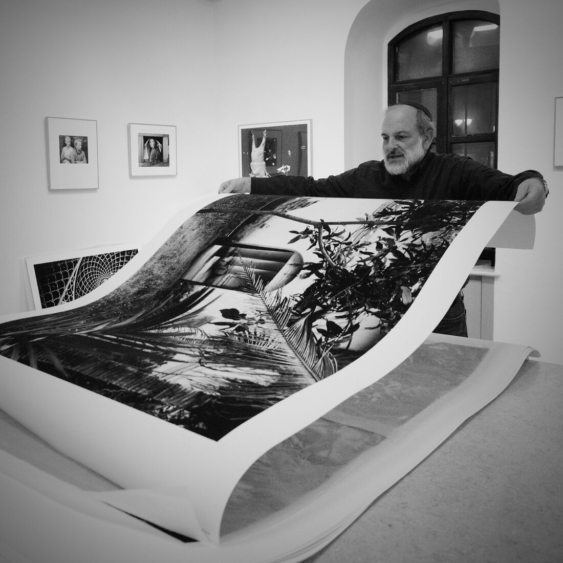 Neil Folberg with prints. Photo by Irit Paz-Zauritz.