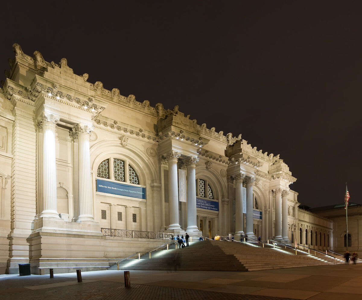 The main entrance to the Metropolitan Museum of Art. Photo by Fcb981, via Wikimedia Commons.