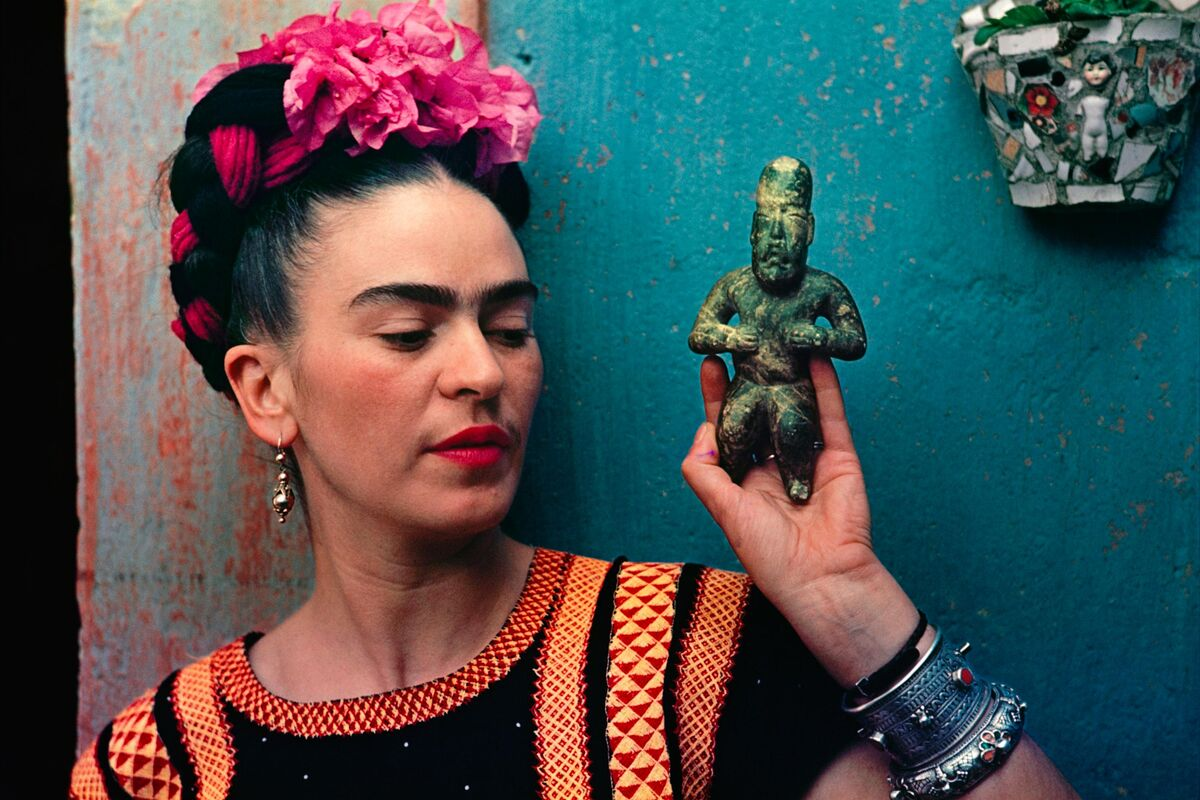 "Frida Kahlo with Olmec figurine, 1939. Photo by Nikolas Muray. © Nikolas Muray Photo Archives. Courtesy of the Victoria & Albert Museum, ""Frida Kahlo: Making Her Self Up,"" 16 June – 14 November 2018. Sponsored by Grosvenor Britain & Ireland."