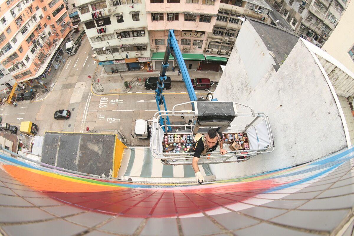 Okuda at work in Hong Kong. Photo by Cheung Chi-Wai, courtesy of HK Walls.