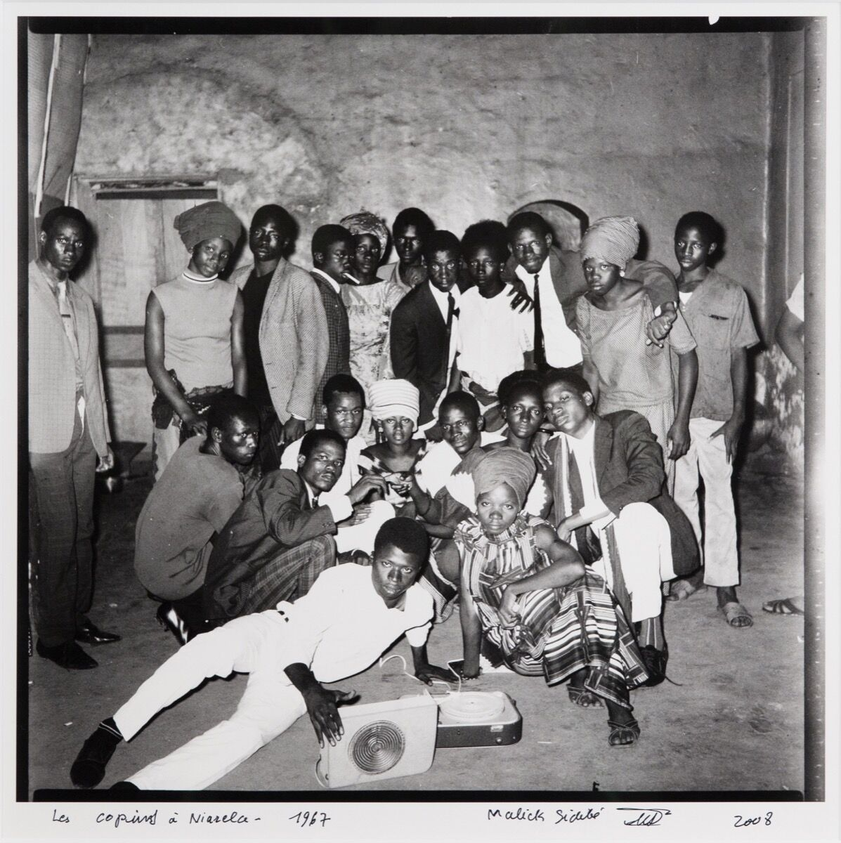 Malick Sidibé, Les copins à Niarela, 1967/2008. Courtesy of Jack Shaiman Gallery.