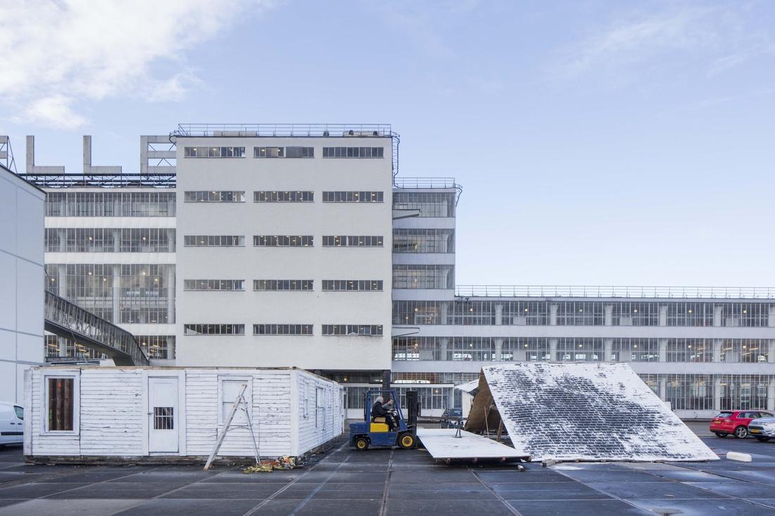 Ryan Mendoza's Detroit House being installed at Art Rotterdam. Photo by Frank Hanswijk, courtesy of Art Rotterdam.