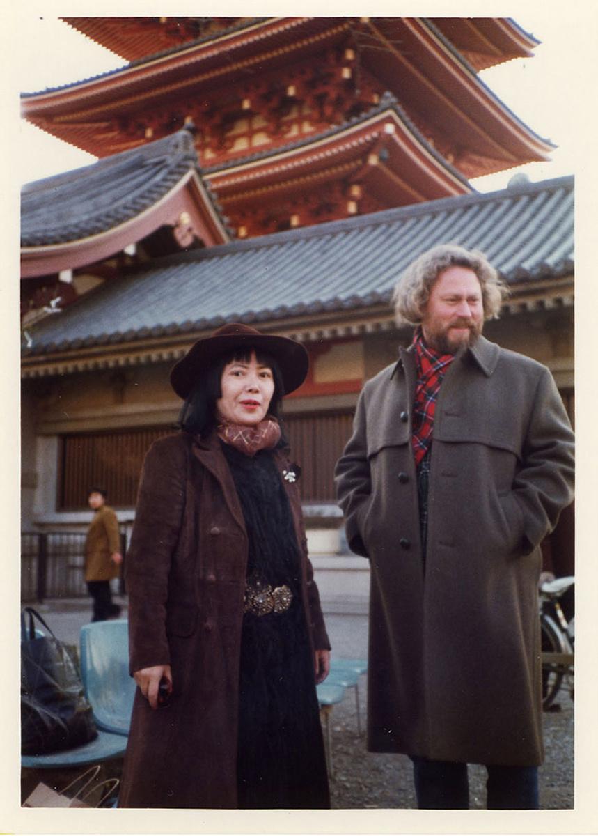 Yayoi Kusama and Donald Judd in Japan, 1978. © Judd Foundation. Courtesy of the Judd Foundation.