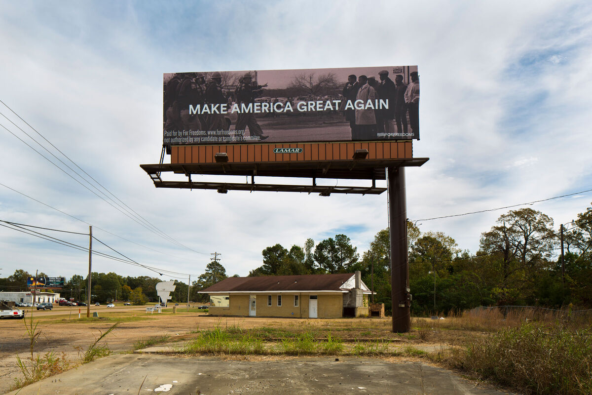 Make America Great Again with Spider Martin in Pearl, MS, 2016. Courtesy of Wyatt Gallery/For Freedoms.