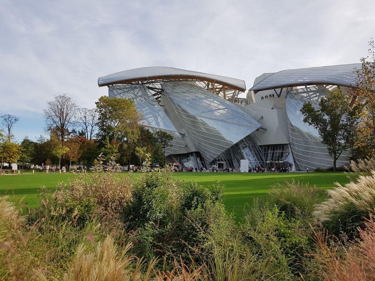 The Louis Vuitton Foundation in Paris. Photo by Moktarama, via Wikimedia Commons.
