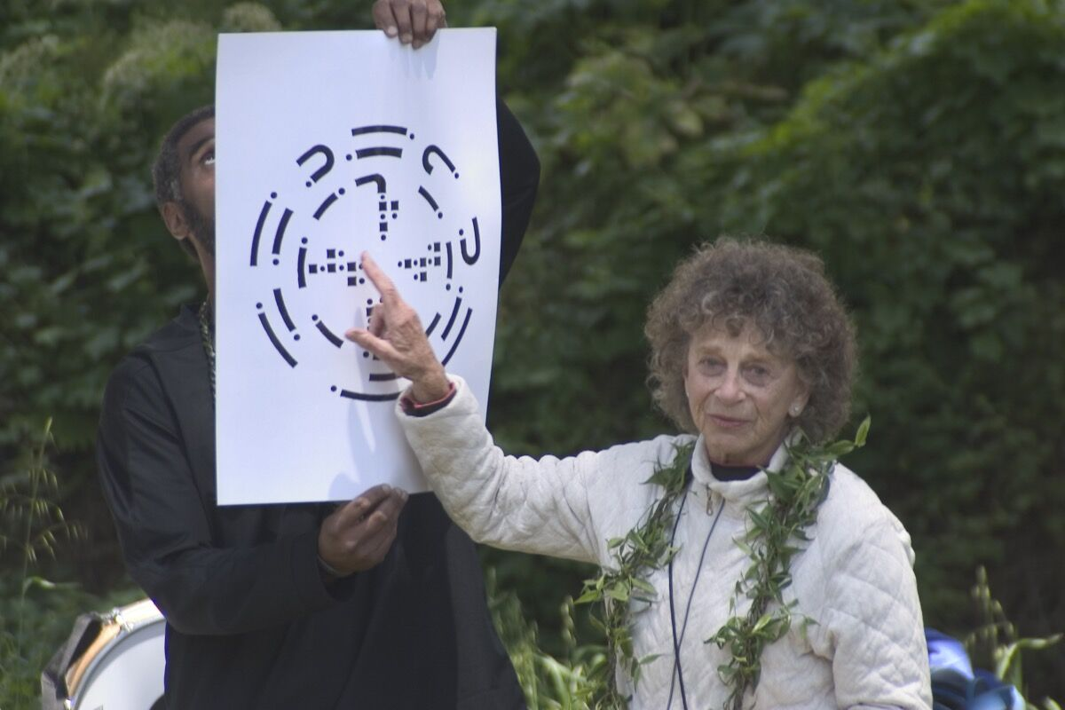 Anna Halprin explaining score of Planetary Dance. Photo © John Kokoska.