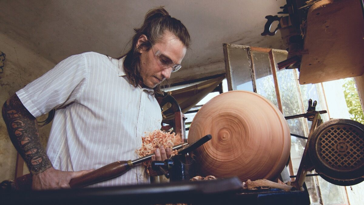 Mauricio Kolenc, woodturning in Uruguay. Courtesy of VAWAA.