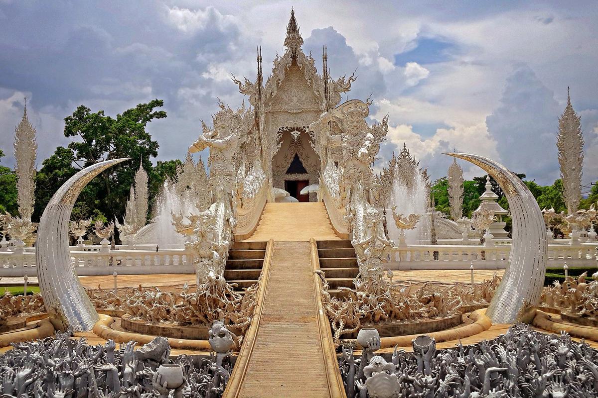 Wat Rong Khun, Chiang Rai, Chiang Rai Province, Thailand. Photo by GusbellSStudio, via pixabay.