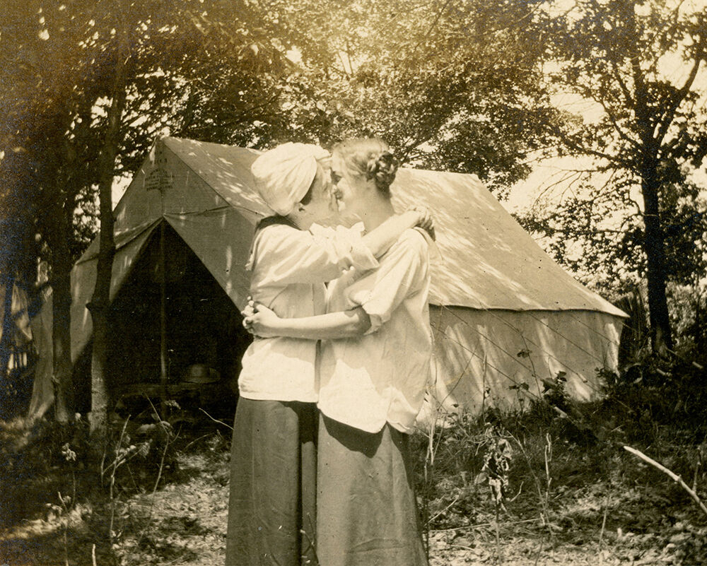 Snapshot, ca. 1910. Photographer unknown. Courtesy of the Collection of Barbara Levine / Project B.