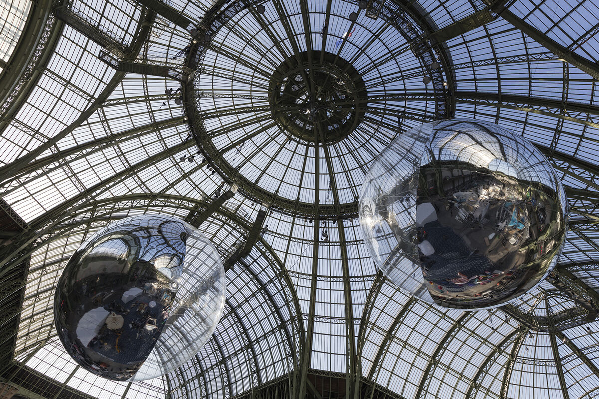 Installation view of Tomás Saraceno, Aerocene 10.4 & 15.3, 2015 at the Grand Palais during UN COP21 Climate Summit, www.aerocene.com.Courtesy the artist; Tanya Bonakdar, New York; Andersen's Contemporary, Copenhagen; Pinksummer contemporary art, Genoa; Esther Schipper, Berlin. Photography Studio Tomás Saraceno.
