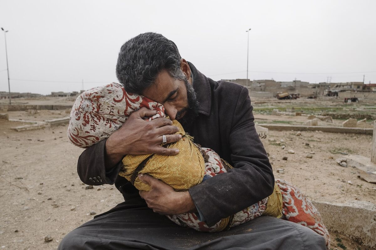 A father holds his daughter after she was killed by a mortar in the fight against ISIS in West Mosul on March 11, 2017. Photo by Alexandra Rose Howland. Courtesy of the artist.