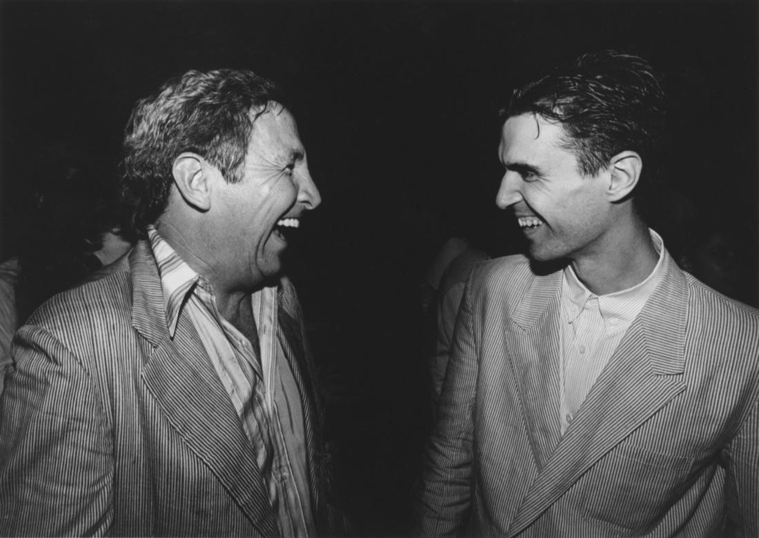 Robert Rauschenberg and David Byrne at a Talking Heads concert, New York, 1983. Photo: Terry Van Brunt. Courtesy of Robert Rauschenberg Foundation.