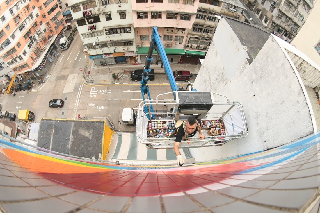 Okuda San Miguel working on his muralRainbow Thief at180 Tai Nan Street for HKwalls 2016.Photo by Cheung Chi Wai. Courtesy of HKwalls.