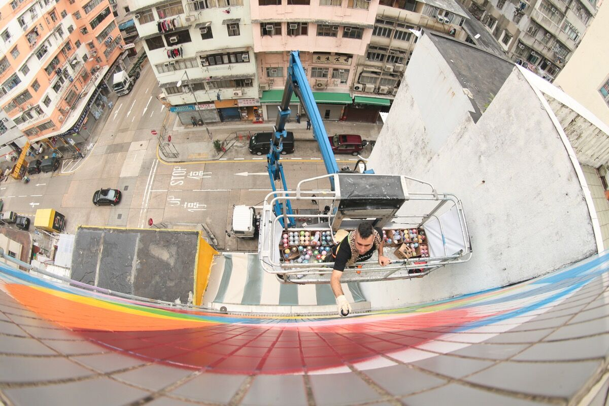 Okuda San Miguel working on his mural Rainbow Thief  at 180 Tai Nan Street for HKwalls 2016. Photo by Cheung Chi Wai. Courtesy of HKwalls.