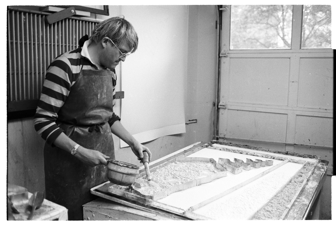 David Hockney applies colour pulp with a turkey baster into cookie-cutter mould for Steps with Shadow from his Paper Pools series, Tyler Workshop Ltd. paper mill, Bedford Village, New York, 1978. Photographer: Lindsay Green. National Gallery of Australia, Canberra. Gift of Kenneth Tyler, 2002.