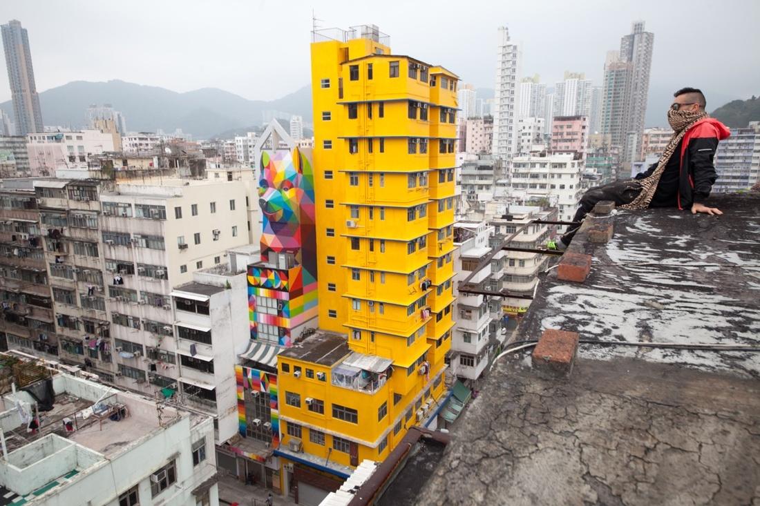 Okuda San Miguel and his muralRainbow Thief at180 Tai Nan Street for HKwalls 2016.Photo by Cheung Chi Wai. Courtesy of HKwalls.