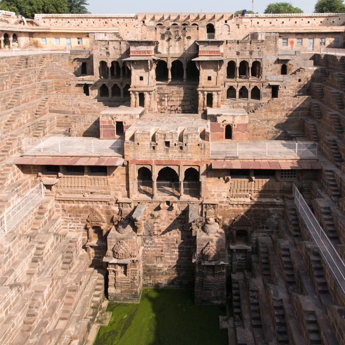 Chand Baori, Jaipur, ca. 9th century. Image via Wikimedia Commons.