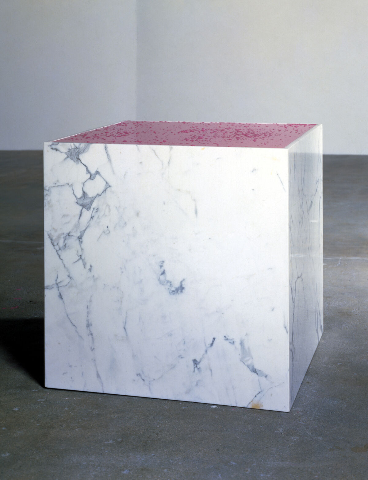 Charles Ray, Pepto-Bismol in a Marble Box, 1988. © Charles Ray. Courtesy of Matthew Marks Gallery.