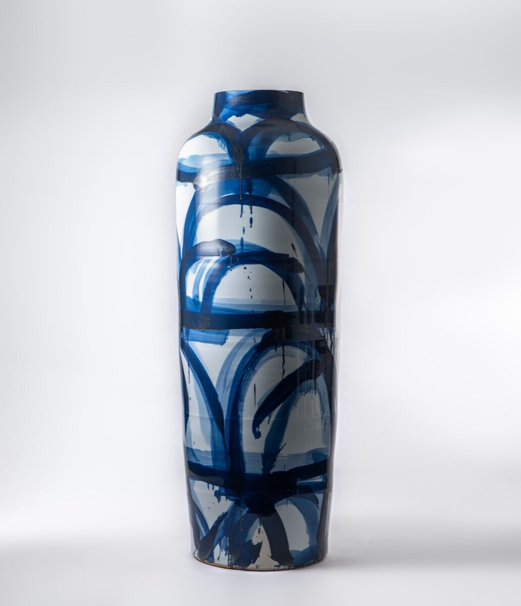 Felicity Aylieff, Blue & white monumental vase Landscape II, 2014, on view at Adrian Sassoon at TEFAF Maastricht, 2017. Courtesy of TEFAF Maastricht.