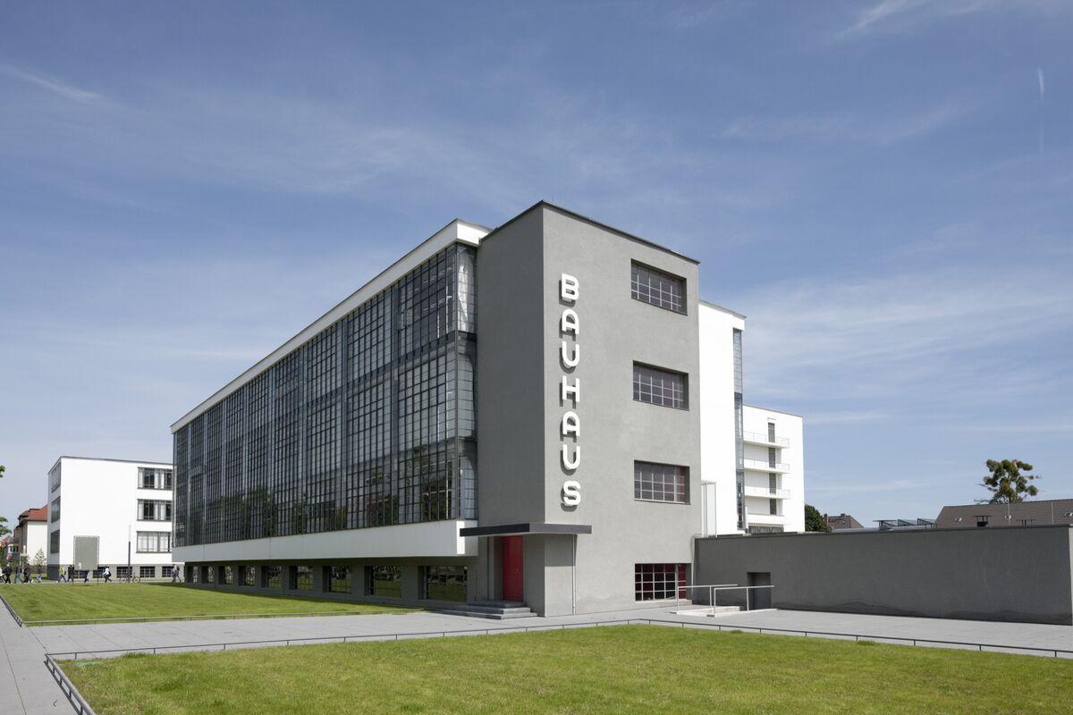 Bauhaus Building, Walter Gropius, 1925–26, Dessau. Photo © Tadashi Okochi. Courtesy of the Bauhaus Dessau Foundation.