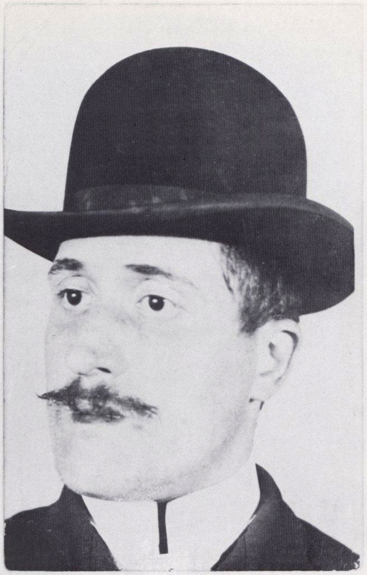 Guillaume Apollinaire, 1902. Photo via Wikimedia Commons.