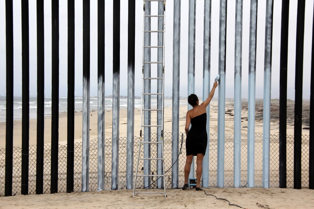 Ana Teresa Fernandez, Erasing the Border (Borrando la Frontera), 2012. Courtesy of the artist and Gallery Wendi Norris, San Francisco.