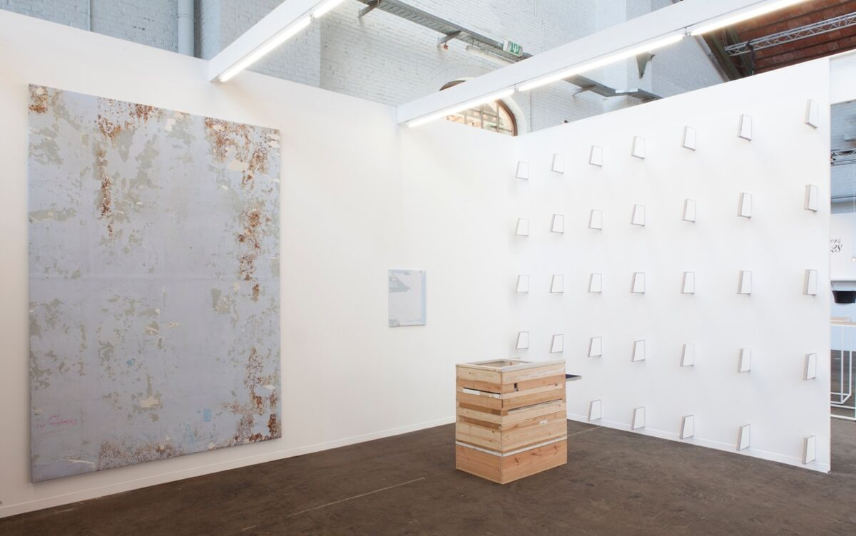 Installation view of Geukins & De Vil's booth at Art Brussels, 2016. Photo courtesy of Geukins & De Vil.