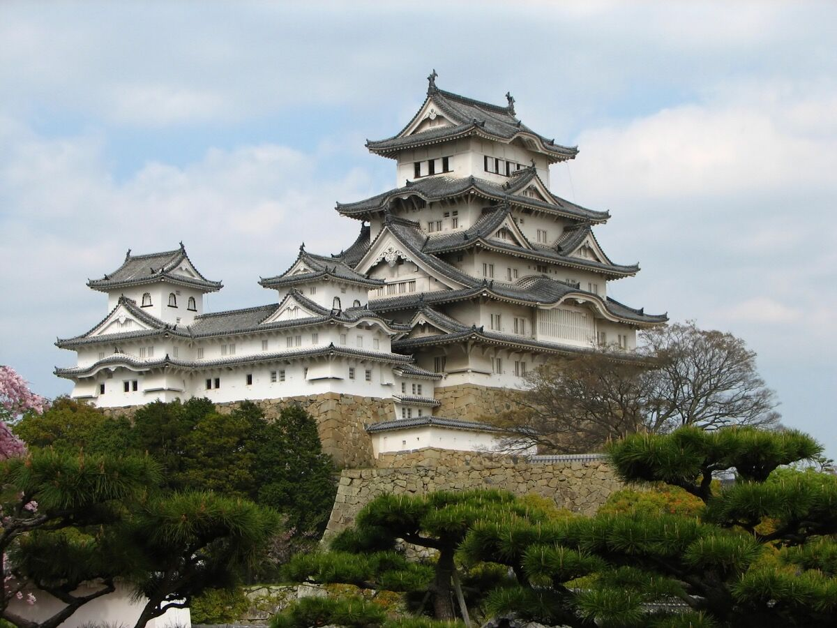 Himeji Castle, Japan. Photo via Wikimedia Commons.