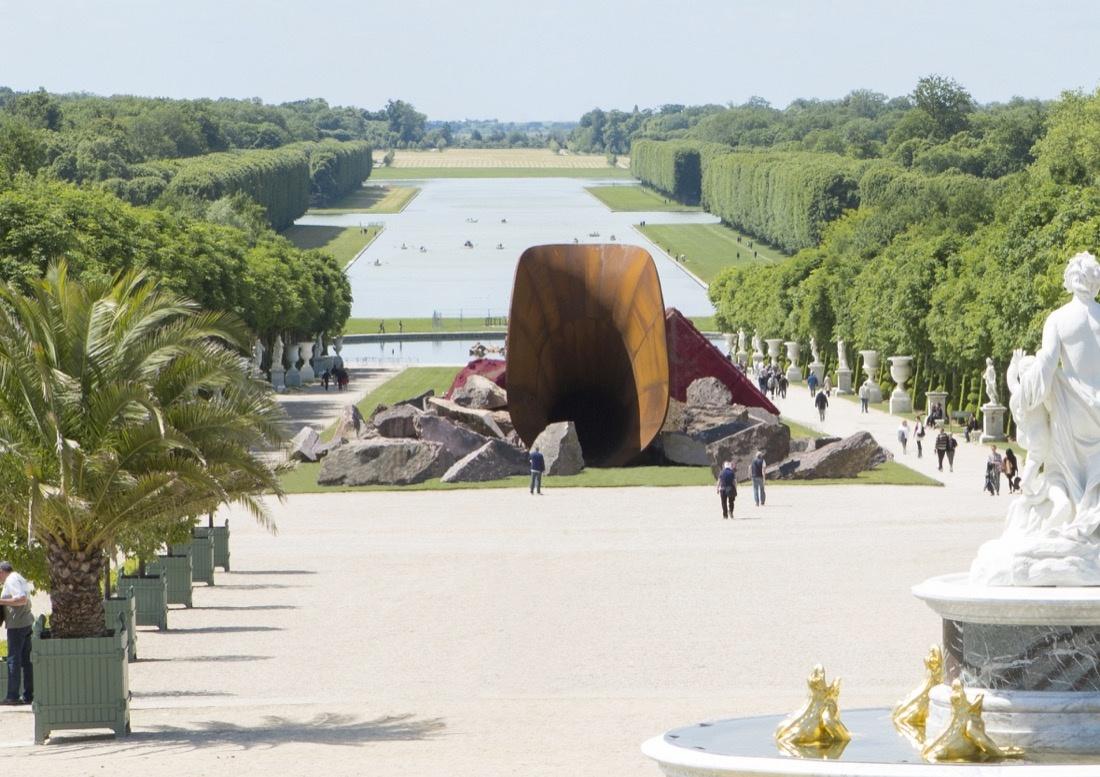 """Anish Kapoor,Dirty Corner, 2011-2015. © Seixas .""""Anish Kapoor""""at Château de Versailles, Versailles (2015)."""