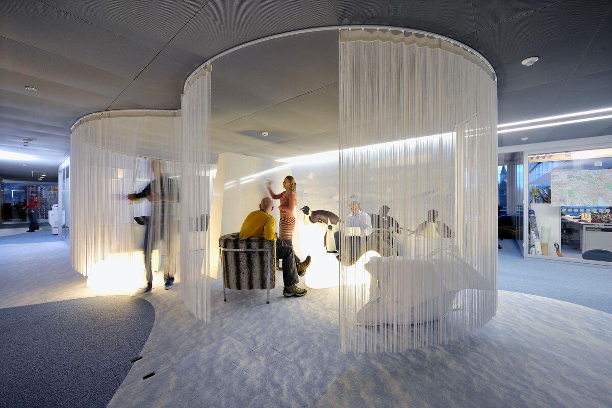 Interior view of Google's Zürich office, designed by Evolution Design. Photo by Peter Wurmli. Courtesy of Evolution Design.