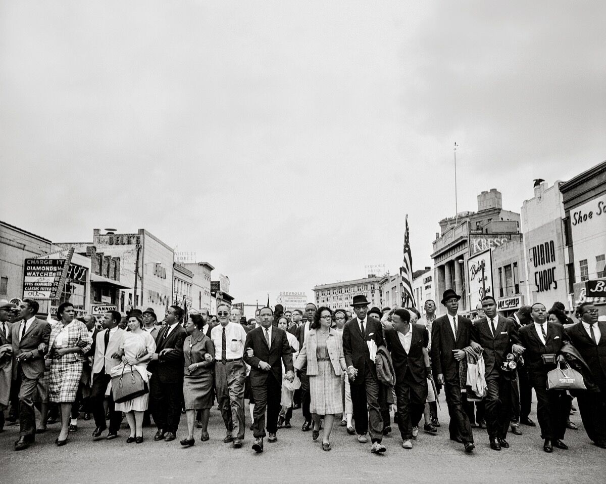 Steve Schapiro, Dr. Martin Luther King, Jr., His Wife, Coretta, John Lewis, and OtherActivists March for Voting Rights, 1965. ©Steve Schapiro, courtesy Howard Greenberg Gallery, New York.
